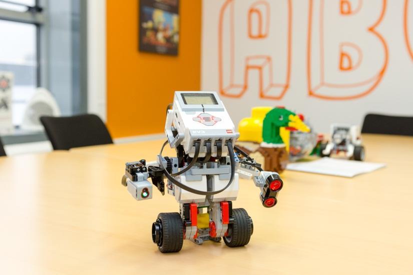 Маленький мир LEGO от робота с большим и умным сердцем - 1