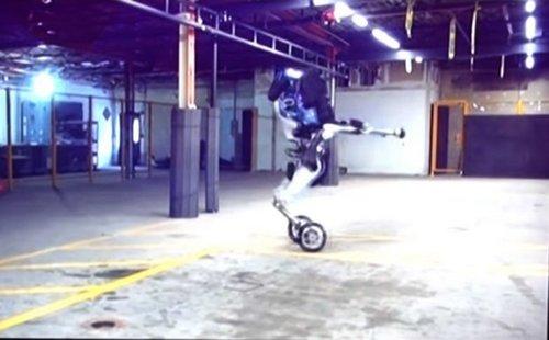 Робот Handle производства Boston Dynamics позаимствовал принцип перемещения у гироскутеров