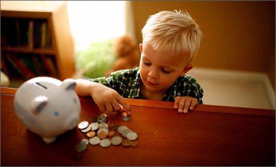 Ученые рассказали, в каком возрасте детей можно учить распоряжаться деньгами