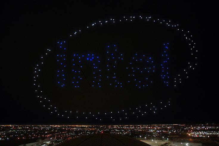 Групповой полет дронов стал частью выступления Леди Гага в финале чемпионата по американскому футболу