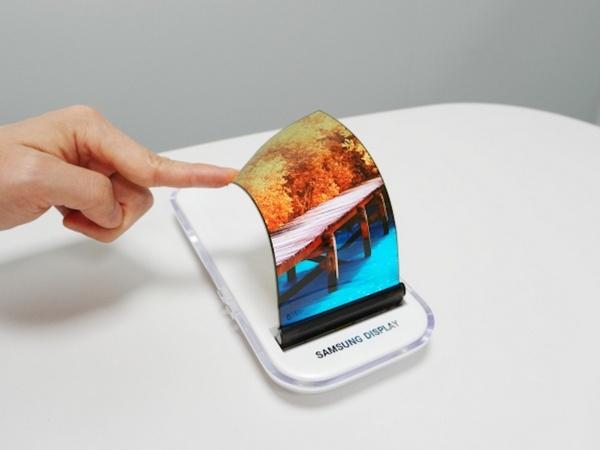 За закрытыми дверьми на MWC 2017 ожидается показ смартфонов Samsung со сгибающимися дисплеями