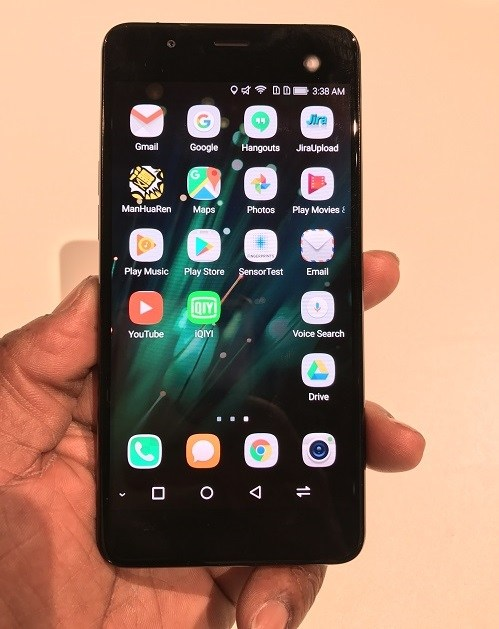 Представлен смартфон Hisense A2, оснащенный двумя дисплеями