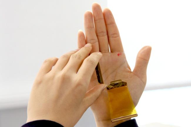 CrucialTec представила технологию распознавания нескольких отпечатков пальцев на дисплее смартфона