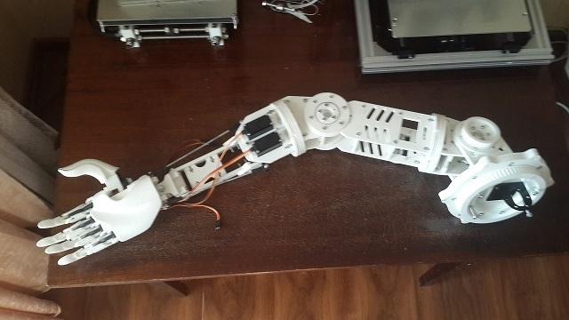 Робот промоутер — Oscar. Манипулятор - 1