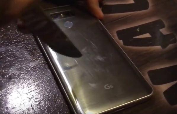 Видео дня: смартфон LG G6 успешно противостоит попыткам поцарапать его при помощи ножа
