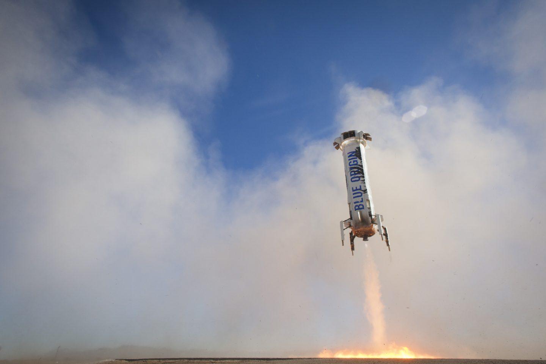 Джефф Безос хочет создать роботизированную службу доставки грузов на Луну - 1