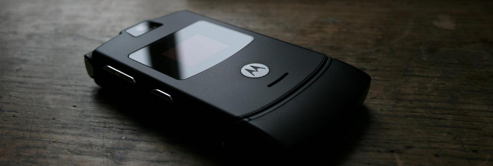 После Nokia 3310 возродиться может еще одна легенда — Motorola Razr V3 - 1