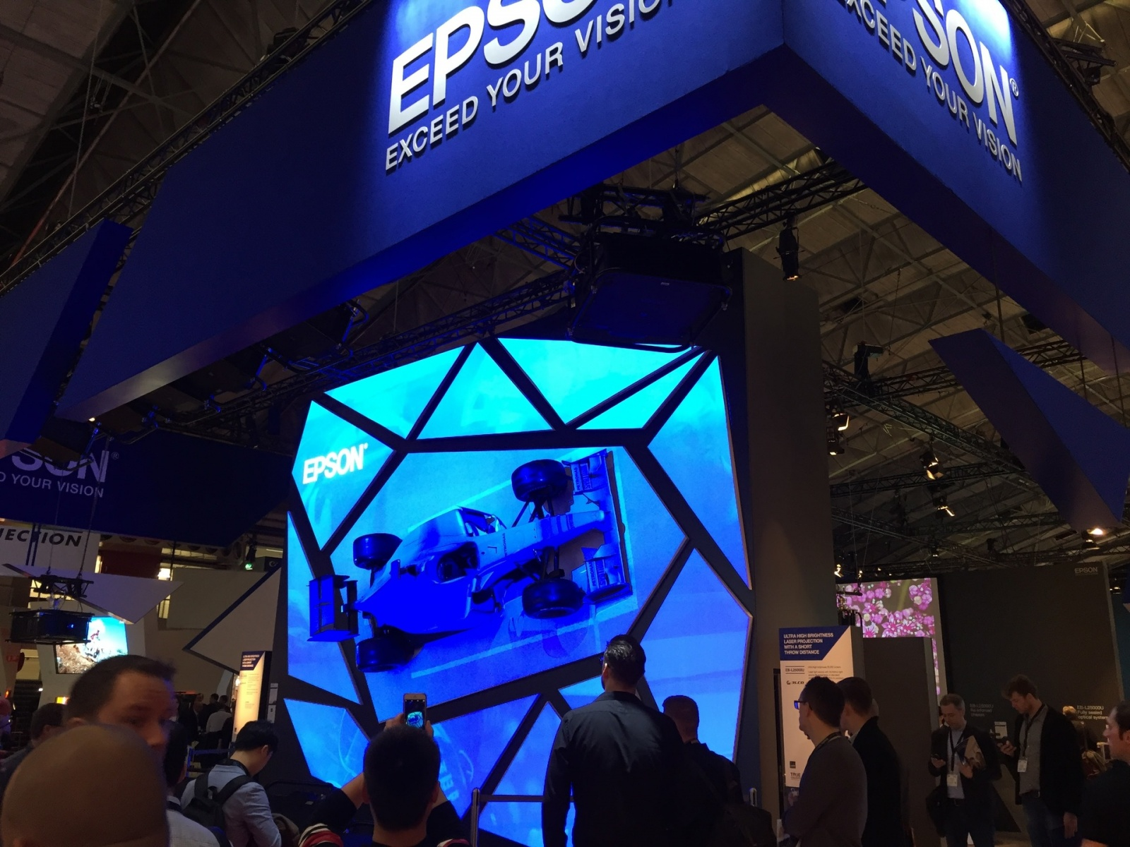 Что было на выставке ISE-2017 (средства отображения, светодиоды, софт для экранов) - 16