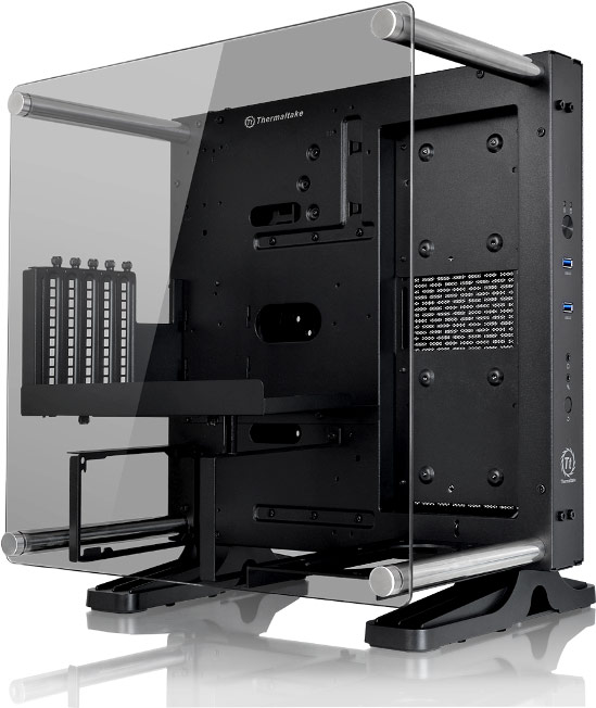 Компьютер, собранный на шасси Thermaltake Core P1 TG Mini ITX, можно повесить на стену