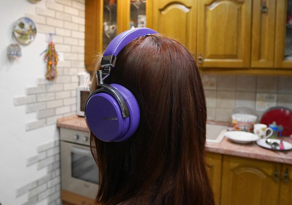 Bluedio Vinyl Premium: крутые хайтек-наушники в изящной ретро-шкуре и с «плавающими» чашками - 4