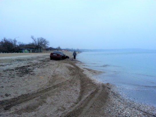 Автохамы взялись за одесские пляжи