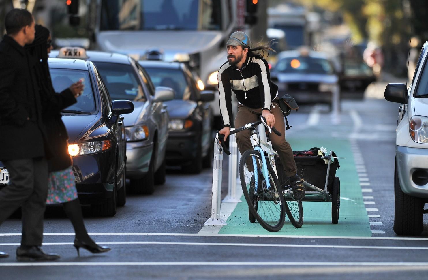 Велосипедист подкрался незаметно - 1