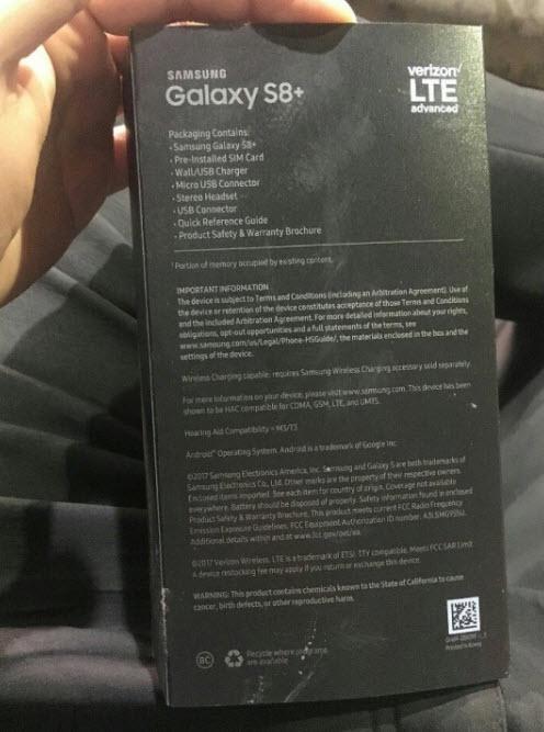 Фотография упаковки Samsung Galaxy S8+ подтверждает содержимое комплекта поставки