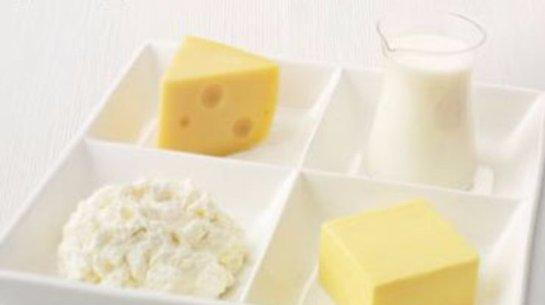 Жирные молочные продукты стоит употреблять женщинам, которые пекутся о своей фигуре
