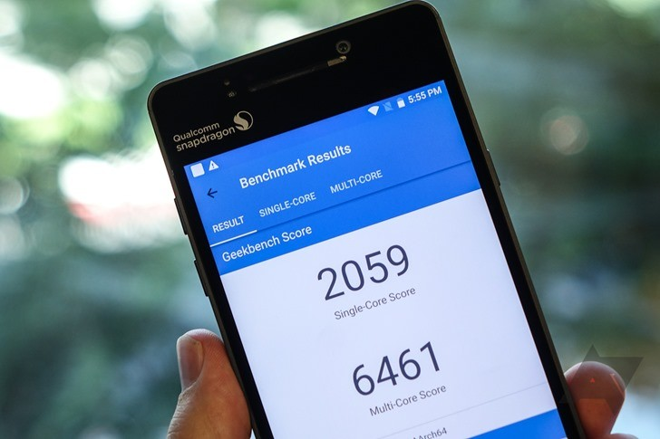Прототип смартфона со Snapdragon 835 сравнили в тестовых приложениях с OnePlus 3T, Google Pixel XL, Samsung Galaxy S7 и Huawei P10
