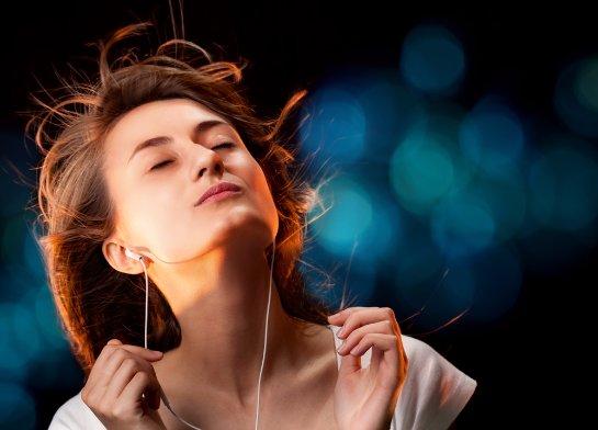 Ученые уже знают, почему некоторые песни люди слушают по много раз