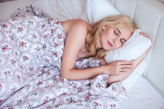 Специалисты рассказали, в какой позе сон самый полезный