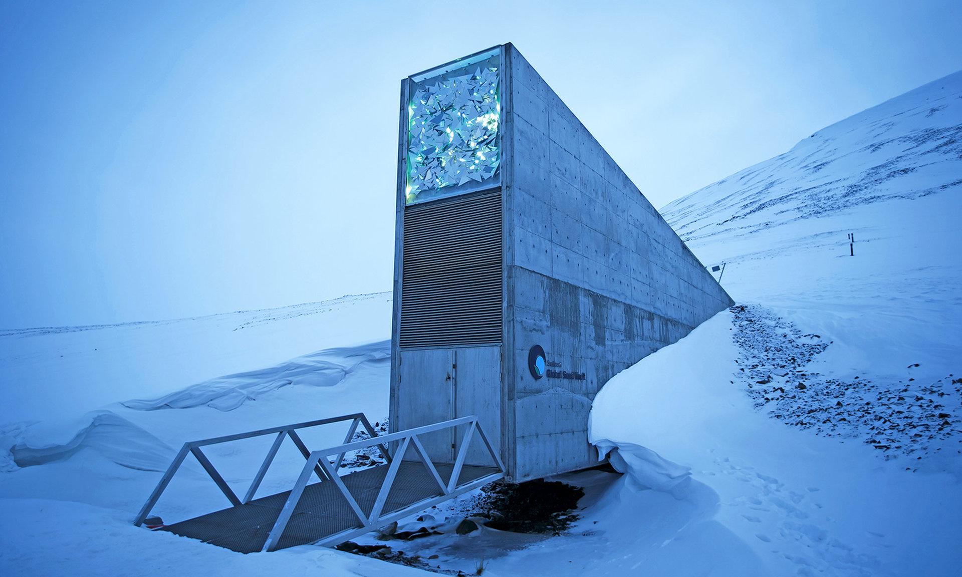 Бункер судного дня в Норвегии теперь будет хранить не только семена, но и данные - 1