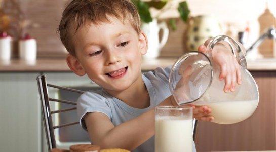 Американские ученые нашли причину, по которой подростки не любят молоко