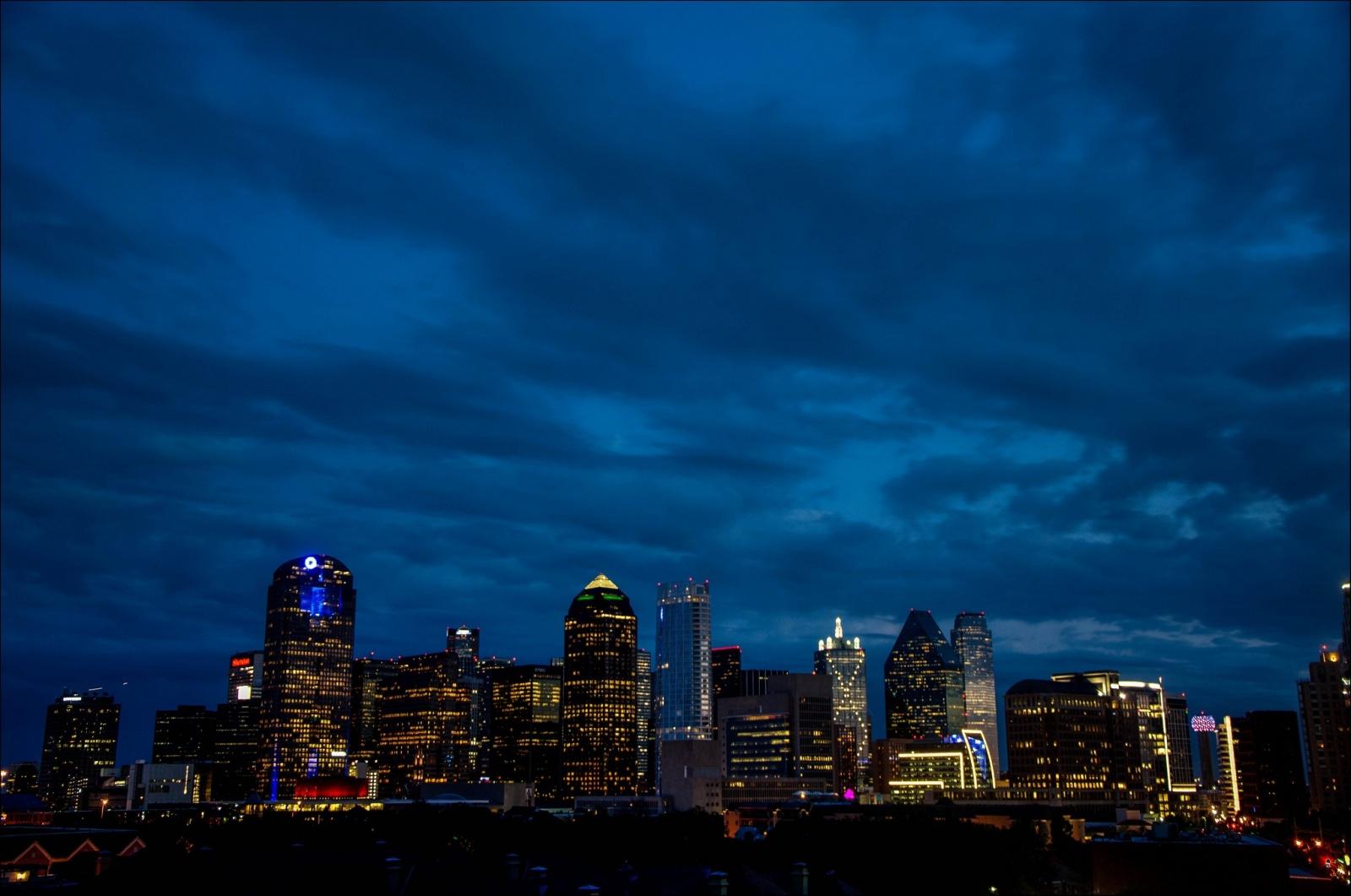 В Далласе полтора часа не могли отключить 156 сирен гражданской обороны - 1