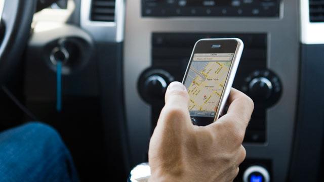 Крупнейшее в истории исследование показало, что 88% водителей используют за рулем мобильные устройства