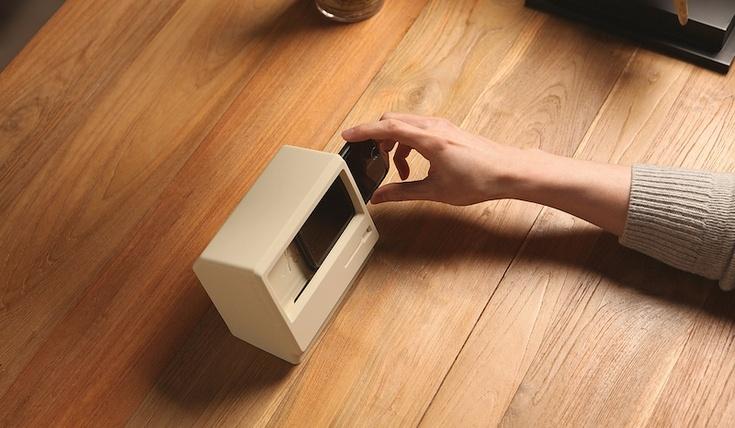 Зарядное устройство Elago M4 превращает iPhone в экран Macintosh