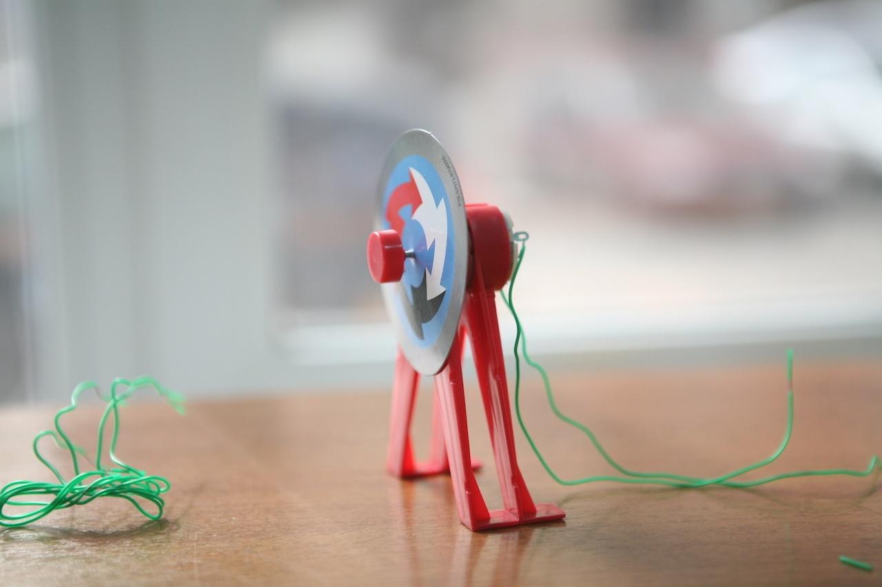 Набор «Мастерская электричества» для детей: коллекция из 22 забавных geek-фокусов - 10