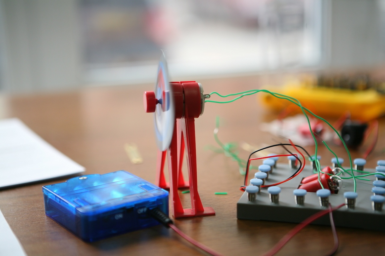 Набор «Мастерская электричества» для детей: коллекция из 22 забавных geek-фокусов - 17