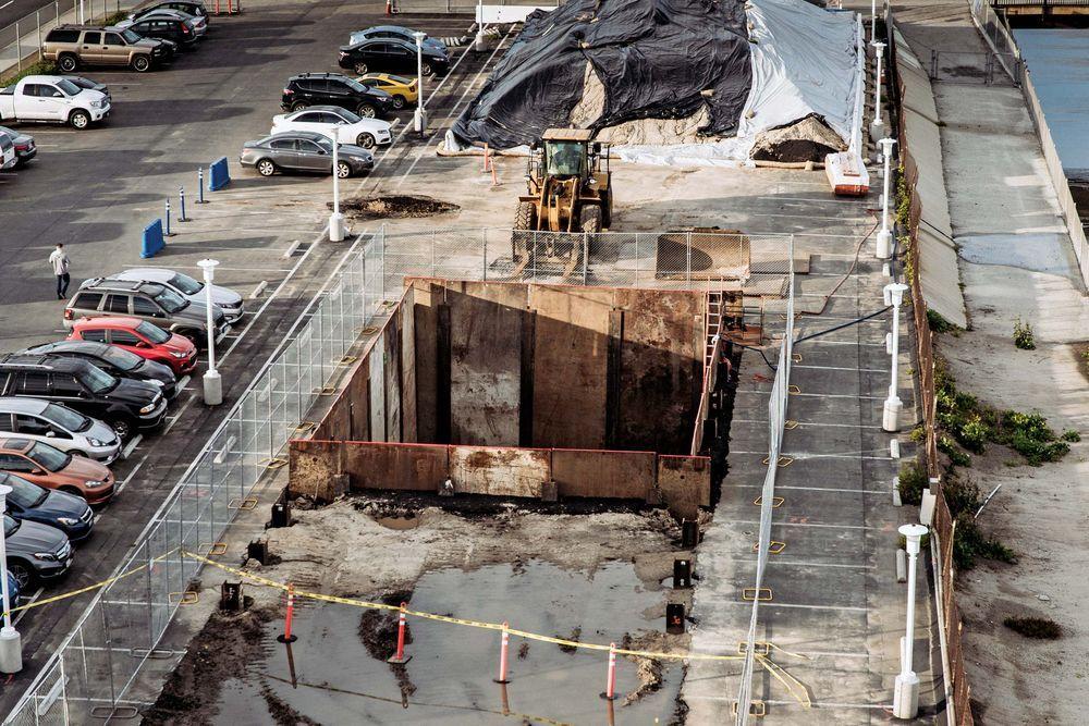 Проходческий щит Илона Маска прибыл к яме на парковке SpaceX - 2