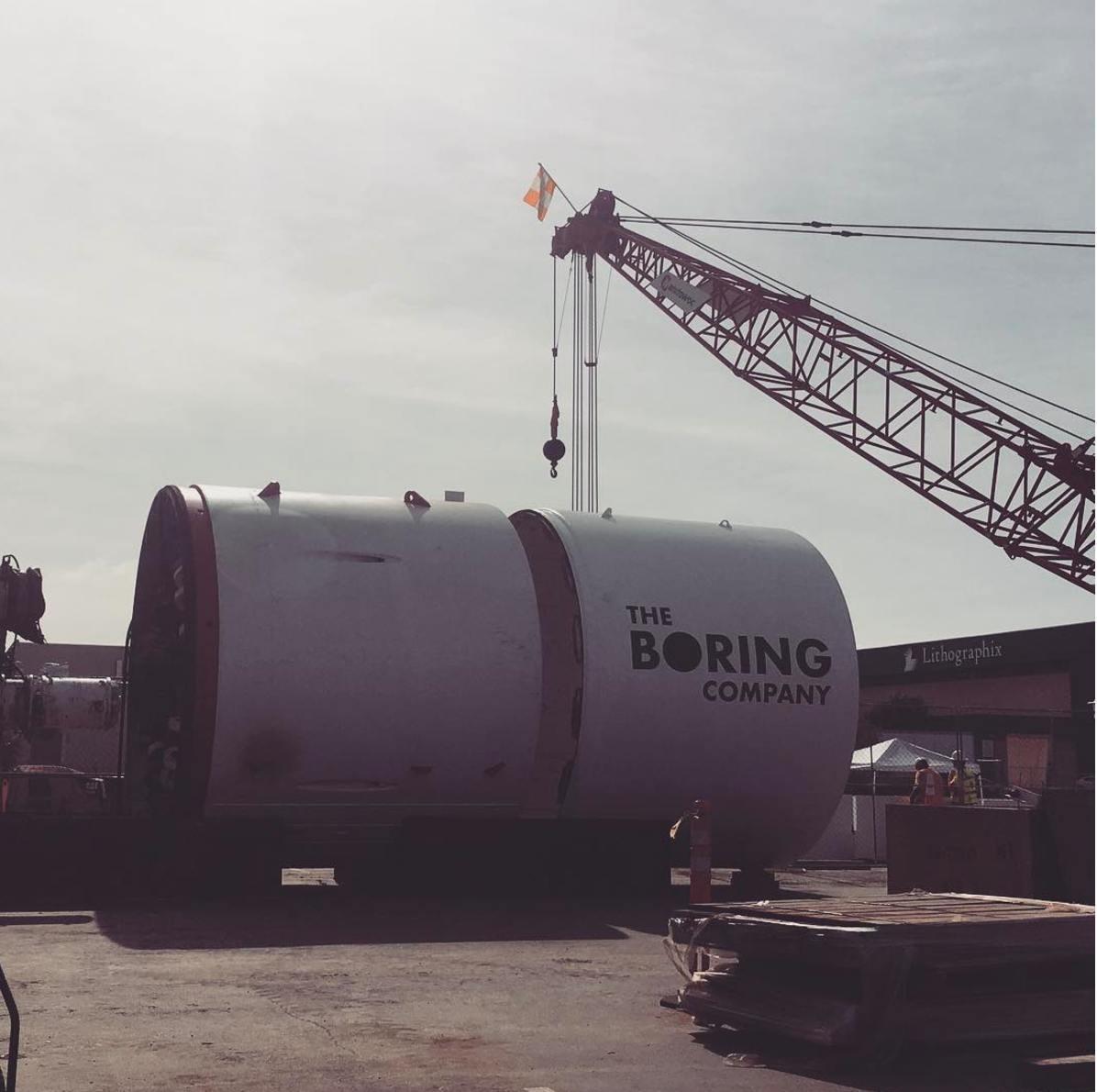 Проходческий щит Илона Маска прибыл к яме на парковке SpaceX - 3