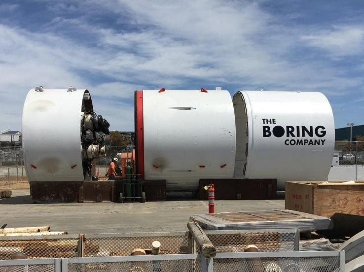 Проходческий щит Илона Маска прибыл к яме на парковке SpaceX - 1