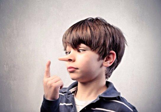 Психологи рассказали, почему дети начинают лгать