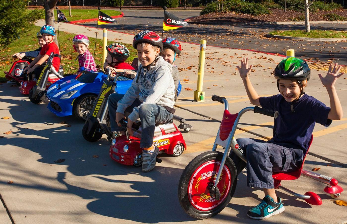 С детства на колесах: электроцикл и дрифтер от Razor для детей и подростков - 7