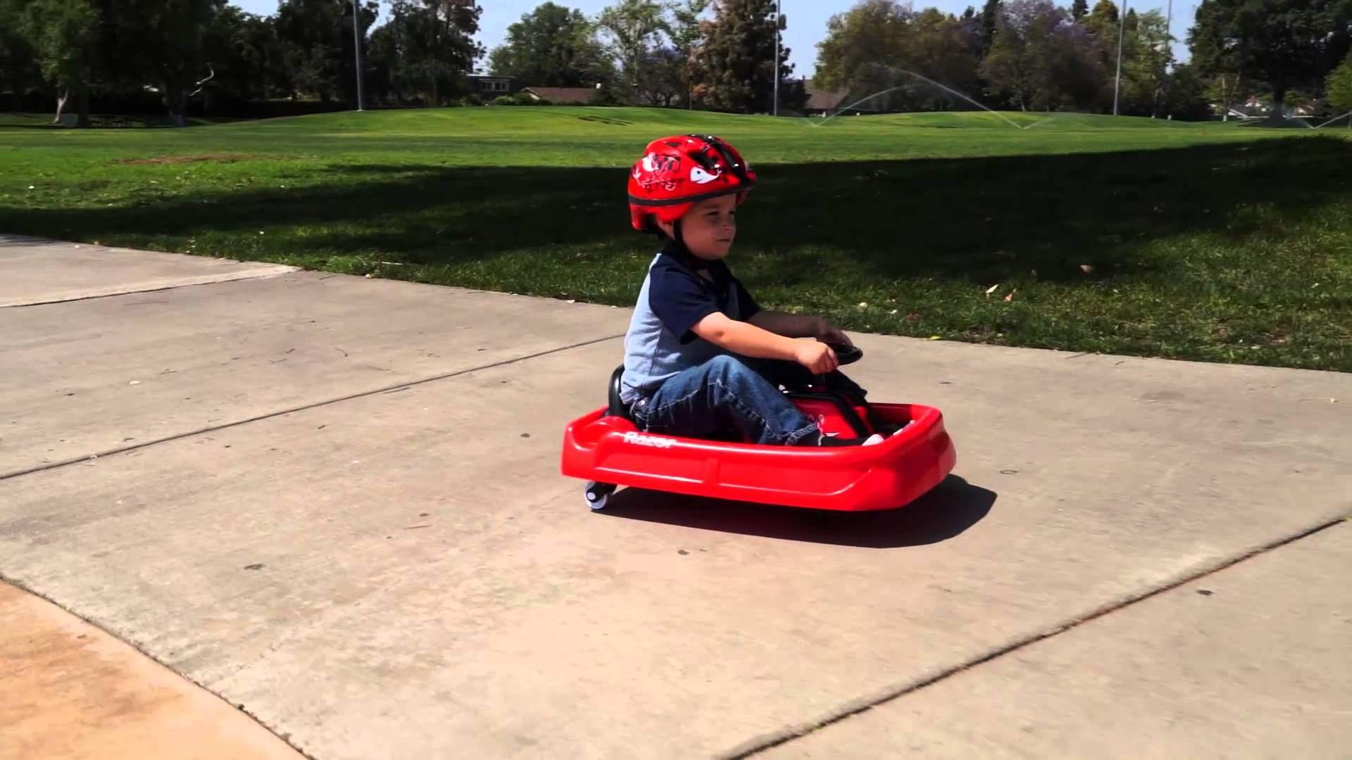 С детства на колесах: электроцикл и дрифтер от Razor для детей и подростков - 8