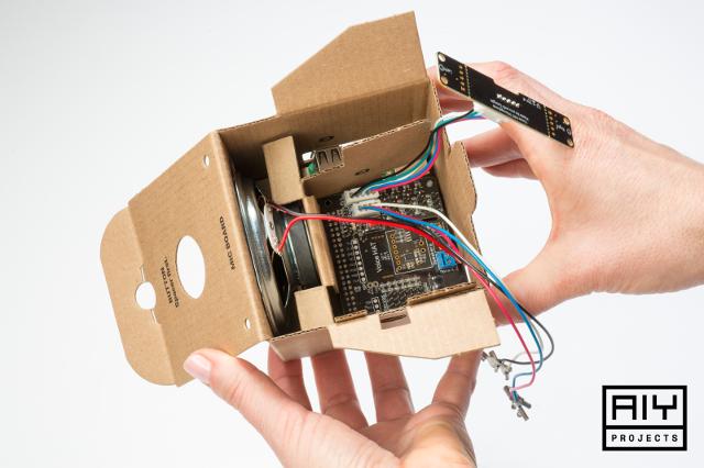 Google AIY: мейкерский набор для создания гаджетов с голосовым управлением - 1