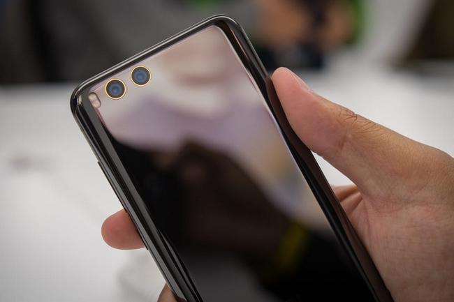 Таможня РФ не пускает смартфоны Xiaomi, потому что об этом просит владелец бренда в России