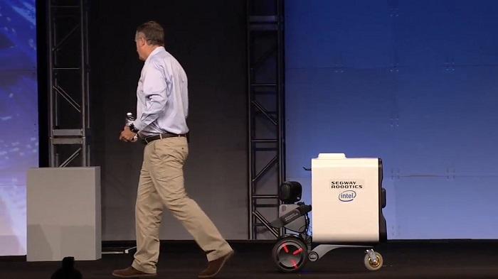 Робот-сегвей Loomo Go создан компанией Segway Robotics, чтобы помогать людям