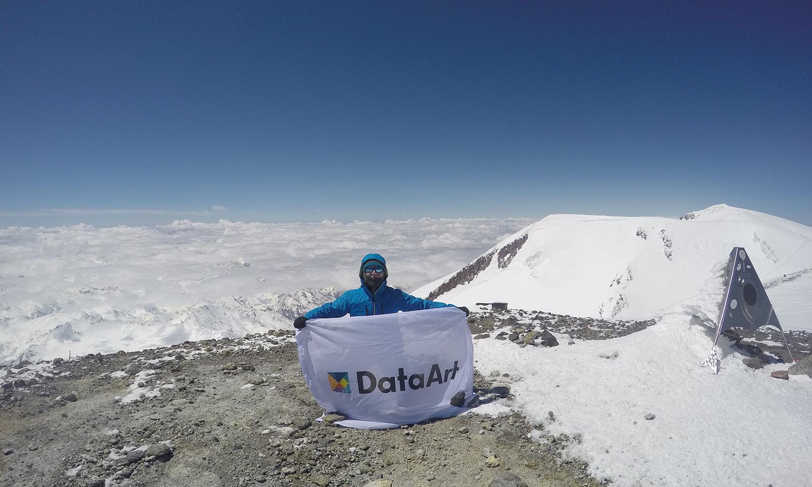 Флаг DataArt над Эльбрусом - 1