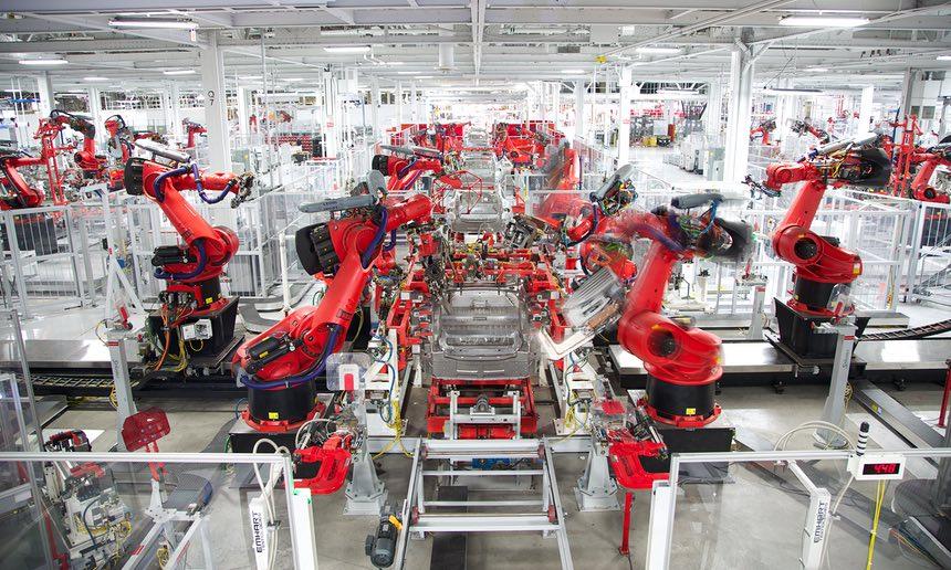 Работники фабрики Tesla в США жалуются на условия труда - 1