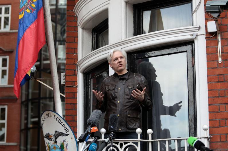 Швеция отказалась от преследования Джулиана Ассанжа: ловушка для основателя WikiLeaks - 1