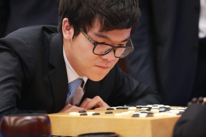 AlphaGo выиграл второй из трех матчей с чемпионом мира по го Кэ Цзе - 1