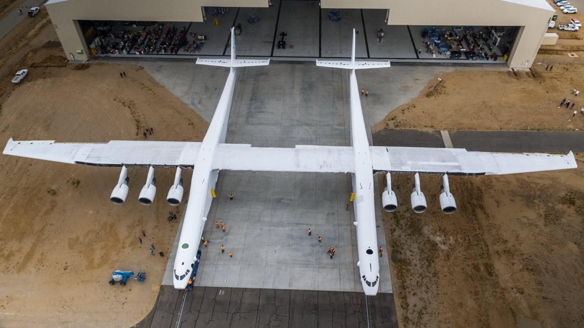 Пол Аллен впервые показал самолёт-носитель Stratolaunch для ускорения первых ступеней ракет - 2