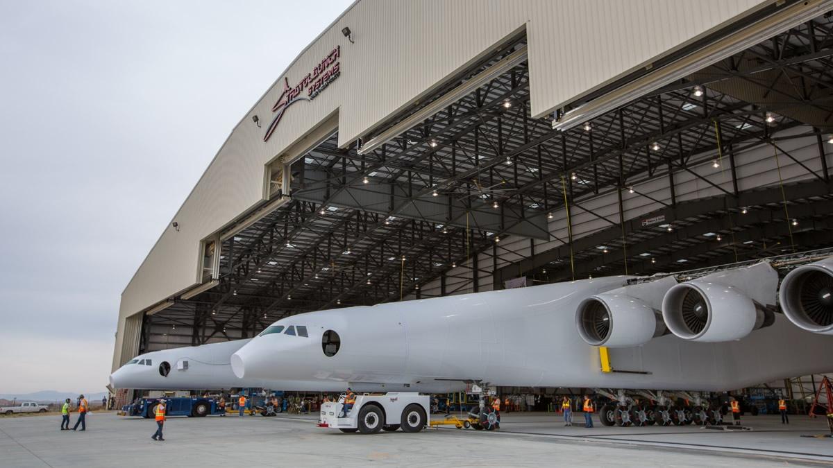 Пол Аллен впервые показал самолёт-носитель Stratolaunch для ускорения первых ступеней ракет - 4