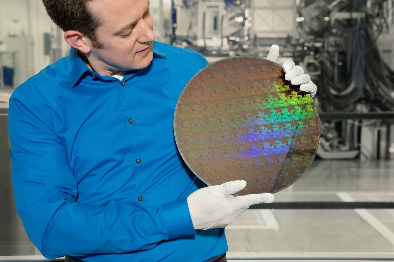 Компания IBM представила первый в мире 5-нанометровый чип - 1