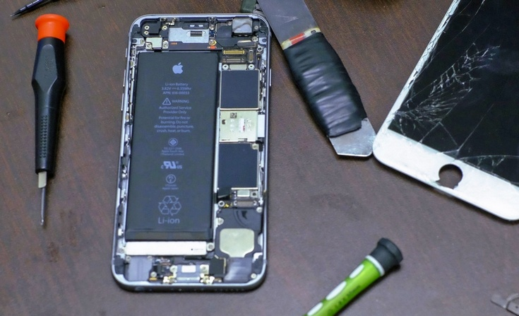 Apple разрешила трём сервис-центрам ремонтировать iPhone
