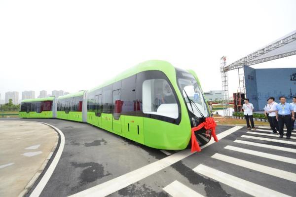 Автобус Autonomous Rail Transit способен двигаться сам благодаря дорожной разметке