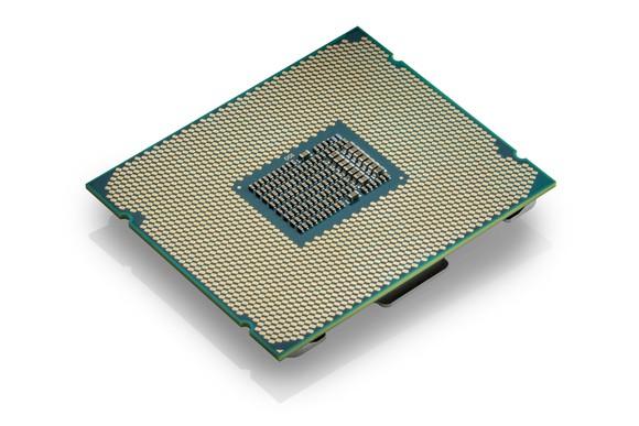 Intel запустит в продажу CPU Core i9 в три этапа