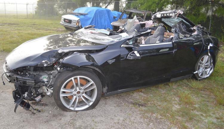 Владелец Tesla, погибший в аварии год назад, игнорировал предупреждения системы Autopilot об опасности - 1