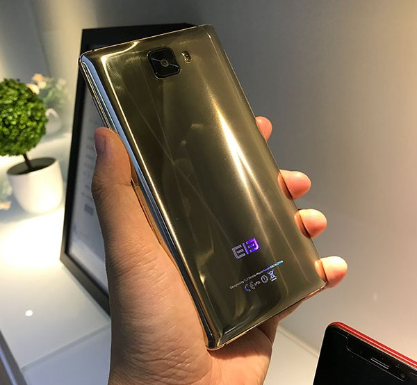 Опубликованы живые фотографии смартфона Elephone S8 Gold Edition