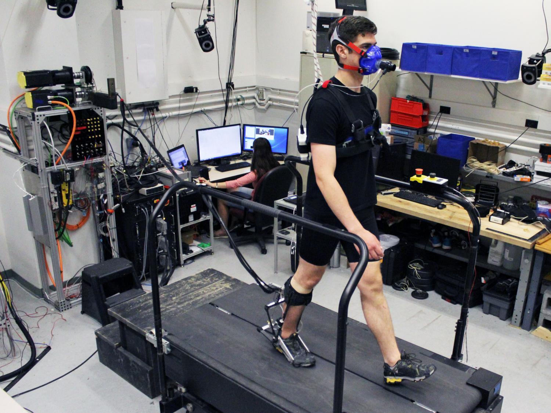 Экзоскелет автоматически приспосабливается к шагам ходока - 2